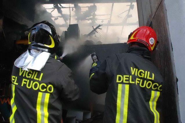 Catania, esplosione travolge vigili del fuoco intervenuti per una fuga di gas