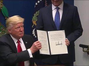 "Muslim Ban, altra bocciatura. Hawaii: ""Discrimina le persone"". Ma Trump non si arrende"