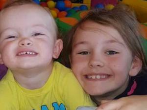 Roxy, la bimba di 6 anni che salva la vita al fratellino di 2