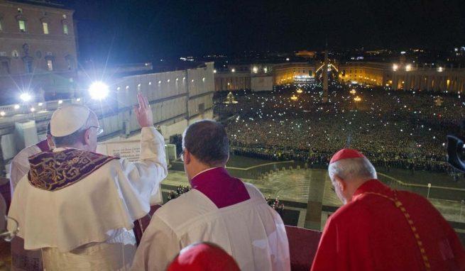 Da Papa Francesco in treno: ecco tutte le informazioni da Trenord foto