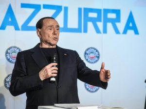 """Berlusconi: """"Torno in campo per rispetto degli italiani. Con me pensione minima a 1000 euro"""""""