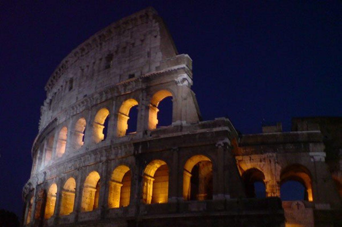 Colosseo Di Notte Visite.La Luna Sul Colosseo Nel 2017 Si Potra Visitare Di Notte