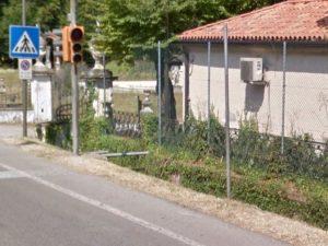 Macabro ritrovamento a Treviso, cadavere di un uomo in un fossato a bordo strada