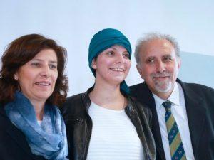 Laura, sopravvissuta all'incidente del bus in Spagna, si laurea con 110 e lode
