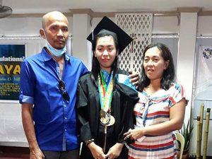 Maria ce l'ha fatta: si è laureata a 20 anni in ospedale nonostante la leucemia