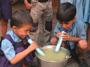 Storie d'acqua, dai barili alle cannucce: così il mondo combatte la guerra alla sete