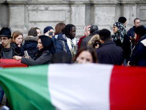 """Alessandria, disoccupati e sfrattati italiani """"accolti"""" dai richiedenti asilo"""