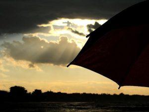 Meteo, Italia spaccata in due: piogge al Centro nord, temperature estive al Sud