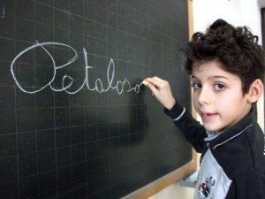 """Matteo T., il bambino che coniò l'aggettivo """"Petaloso"""""""