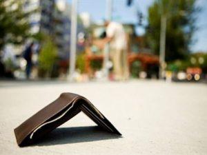 Luzzara, trova portafogli con 2000 euro in contanti e lo restituisce al legittimo proprietario