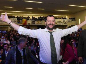 """Salvini contro Roberto Saviano: """"Via la scorta quando governeremo"""""""