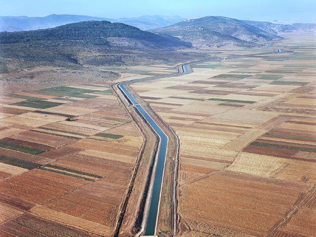 La canalizzazione del fiume Giordano del progetto dell'acquedotto nazionale di Israele