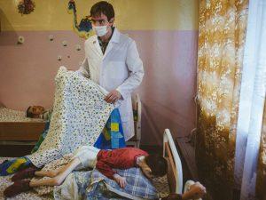 Bielorussia, esplode lo scandalo: bambini gravemente malnutriti negli orfanotrofi