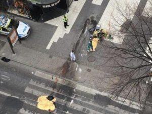 Polizia tratta caso come possibile attacco terroristico