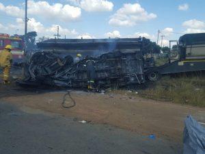 Scontro tra minibus e camion: almeno 20 bambini morti tra le fiamme in Sudafrica
