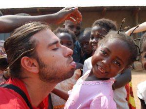 """Di Battista: """"Ho fatto il cooperante in Congo e Guatemala, alcune Ong si comportano male"""""""