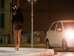 La multa alla prostituta non è valida: giudice di pace la cancella. Comune dovrà pagare le spese