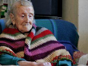 Morta Emma Morano, la donna più vecchia del mondo: a 117 anni mangiava uova e carne cruda