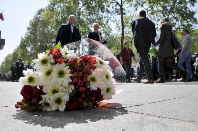 Parigi, l'attentatore già arrestato a febbraio. Nell'auto trovati fogli sull'Isis
