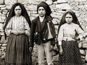 """I pastorelli di Fatima saranno santi, medici Uaar attaccano: """"Le apparizioni? Solo un mito"""""""