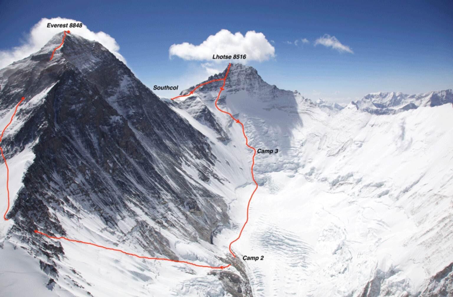 Morto sull'Everest l'alpinista svizzero Ueli Steck