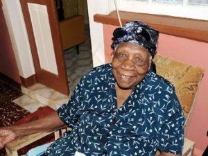 Chi è Violet Brown, la nuova donna più anziana del mondo: ha 117 anni
