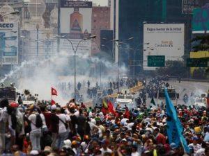 Venezuela, proseguono le proteste anti-Maduro: ucciso leader studentesco
