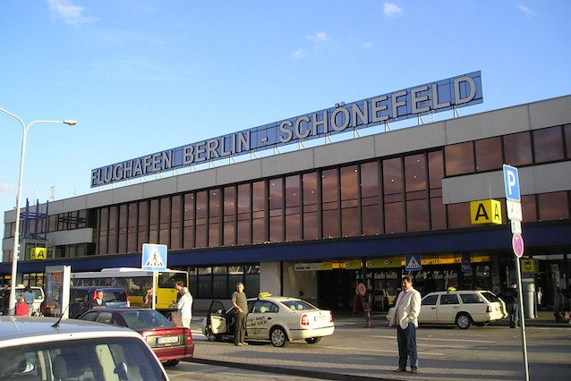Berlino, gas urticante nel condotto dell'aria evacuato aeroporto Schonefeld di ... - Fanpage