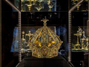 Lione, rubata da un museo la corona della Madonna