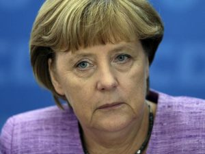 Germania verso la grande coalizione: l'Spd dice sì all'accordo con Angela Merkel