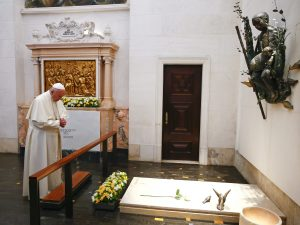 Centenario di Fatima, il Papa canonizza i primi bambini non martiri della storia