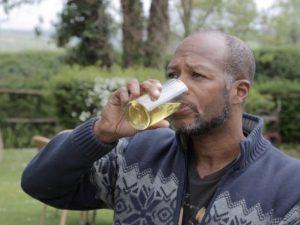 Il marito beve e si comporta male