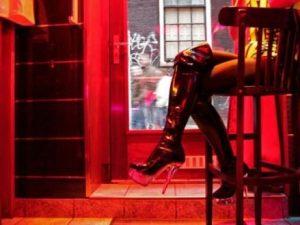 """Amsterdam: apre il bordello gestito dalle prostitute: """"Più sicurezza, meno criminalità"""""""