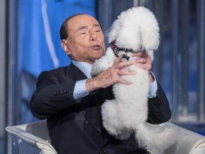 Come procede la riabilitazione di Silvio Berlusconi, l'uomo che sta cancellando se stesso