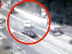 Genova, a 81 anni entra contromano in autostrada e provoca un incidente