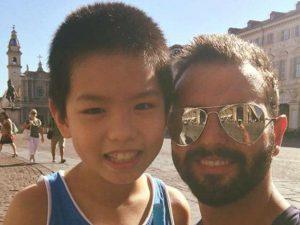 Kelvin insieme a Federico, l'uomo che l'ha salvato in piazza San Carlo a Torino (Facebook).