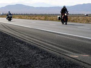 Torino, motociclista dimentica la moglie: se ne accorge dopo 40 km (e chiama i carabinieri)