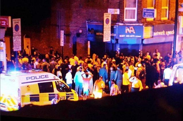 """Veicolo sulla folla a Finsbury Park. Il premier May: """"Si indaga per terrorismo"""""""