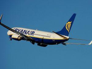La nuova politica Ryanair: far pagare di più per sedersi accanto a qualcuno