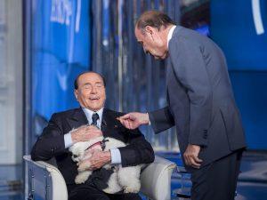 """Silvio Berlusconi: """"Vivo con 9 cani. Dormono in camera e fanno colazione con me"""""""