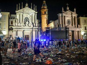 """Piazza San Carlo Torino, chiesto giudizio per la banda dello spray: """"Omicidio preterintenzionale"""""""