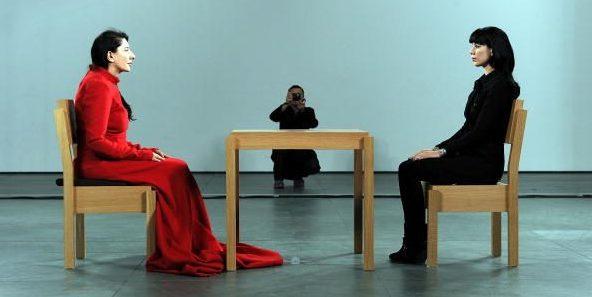 """Marina Abramović in """"The Artist is present"""" al MoMa di New York nel 2010"""