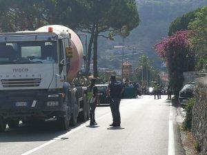 La Spezia, autista di tir fa guidare il figlio 13enne e pubb