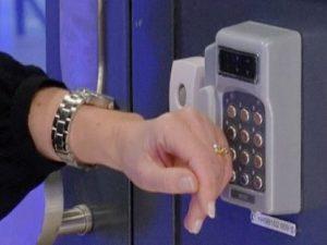Usa, azienda chiede ai dipendenti di impiantarsi chip sottopelle per timbrare il cartellino