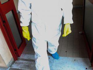 Cagliari, trovata morta in casa in una pozza di sangue: è giallo