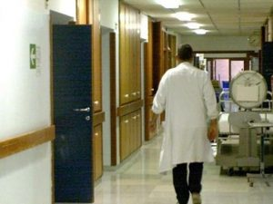 Iglesias, bimbo di un anno arriva in ospedale con febbre alt
