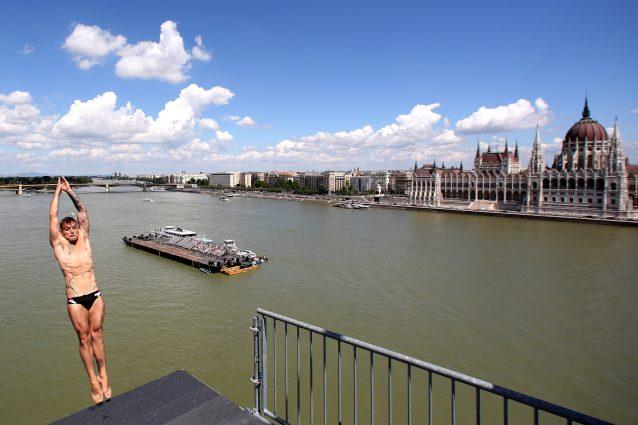 Mondiali di nuoto, tuffi grande altezze: i voli spettacolari di Budapest