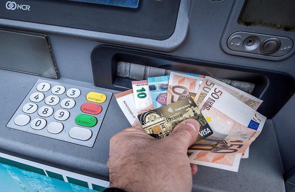 Prelievi e versamenti: due consigli per evitare le sanzioni del fisco