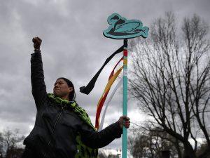"""La resistenza degli indiani d'America contro Trump e petrolieri: """"No all'oleodotto sulla nostra terra sacra"""""""