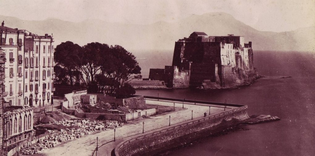 Castel dell'Ovo in una foto del primo Novecento